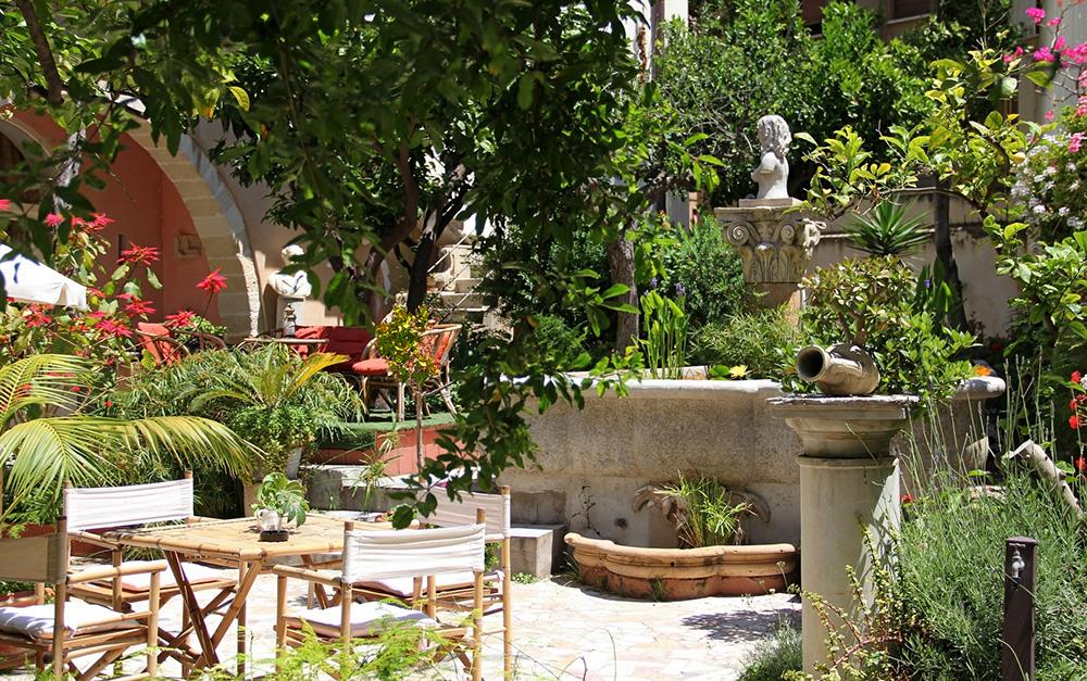 The ancient garden antica corte delle ninfee dimora - Giardino delle ninfee ...