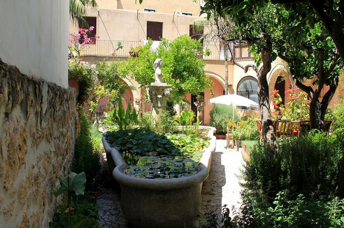 Il giardino antico antica corte delle ninfee dimora storica - Giardino delle ninfee ...